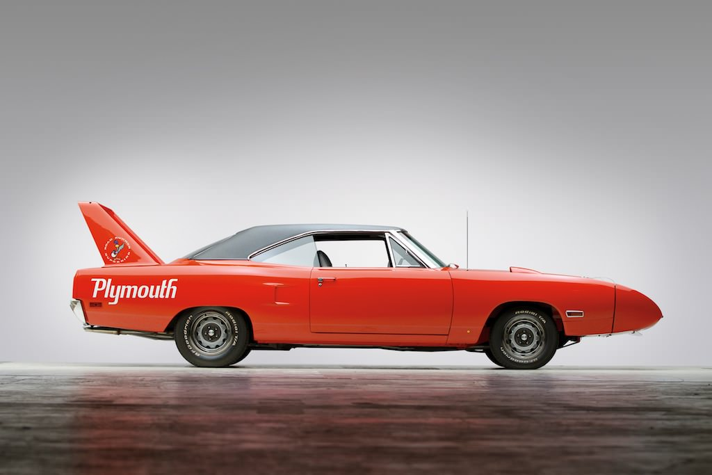 Plymouth-Road-Runner-Superbird