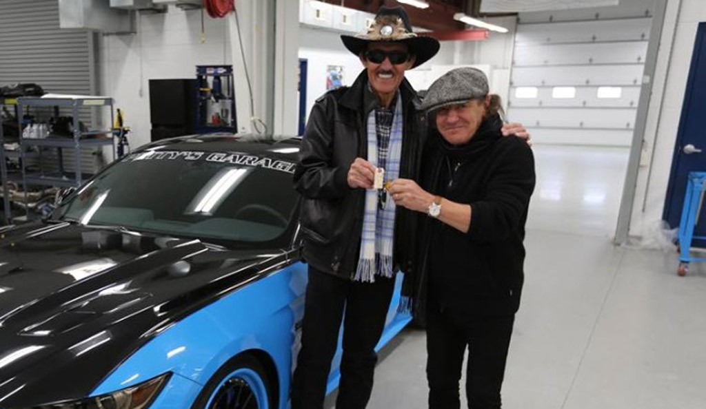 acdcs-brian-johnson-right-and-the-pettys-garage-2015-ford-mustang-gt_100501694_l