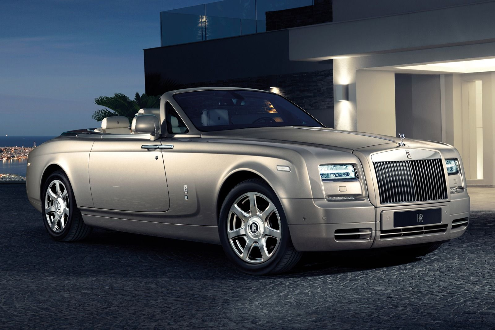 2015_Rolls-Royce_Phantom_Drophead_Coupe_2dr_Convertible_67L_12cyl_8A_5692799