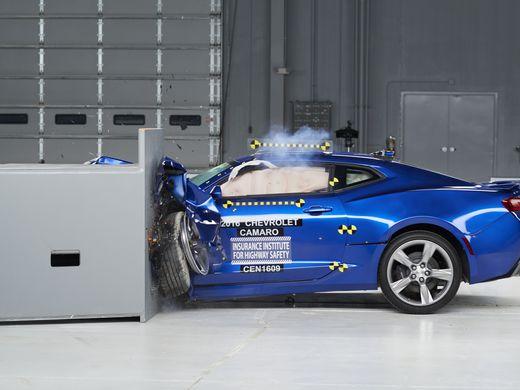 635996766117669320-AP-Crash-Tests-Muscle-Cars-001